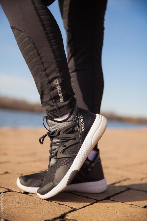 instagram-pslilyboutique-black-gray-white-reebok-sneakers-black-mesh-gym-leggings-reebok-women-training-athletic-quarter-socks-december-1-2016