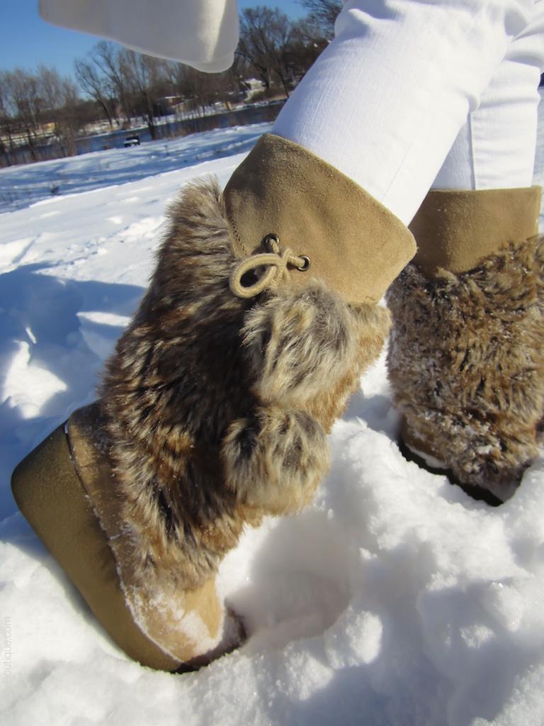 instagram-pslilyboutique-los-angeles-snow-report-beige-pom-pom-faux-fur-boots-winter-2016-white-banana-republic-skinny-jeans-12-20-16
