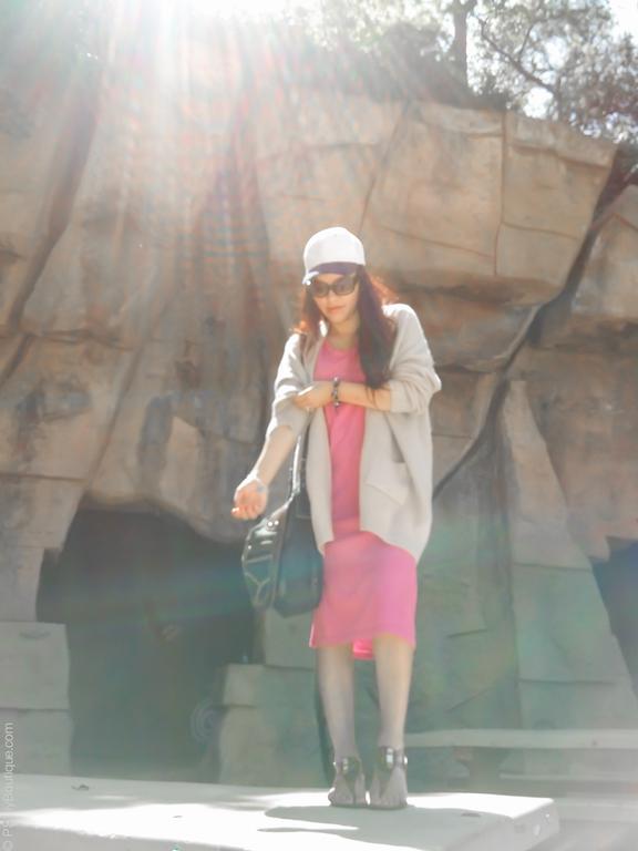 instagram-pslilyboutique-los-angeles-fashion-blogger-pinterest-beige-mia-sandals-denim-bag-spring-2017-outfit-idea-pink-short-sleeve-midi-dress-beige-cardigan-4-13-17